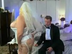 Una mujer hermosa grande 38g boda noche., big hermosa mujer 38g noche de bodas. Noche de bodas de una gruesa chica.