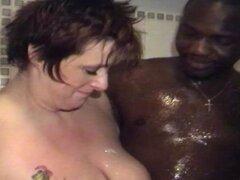 Dos mayores gorditas tetona ducha junto con un hombre negro