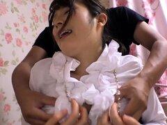 Petite cutie japonesa disfrutando de carne duro y sexo duro
