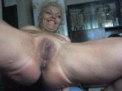 62 años Emma viejo se masturba por webcam