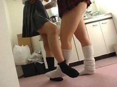 Japonés engrasado pierna pies fetiche lesbianas, dos chicas tener un aceite para piernas y pies fetiche