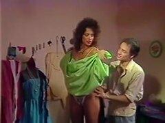 Probandose el vestido y nub caliente prueba, una verdadera fiesta para todos los fans de vintage sexo películas! Una enorme colección de los mejores clips porno clásico con las más grandes estrellas de la época dorada del porno